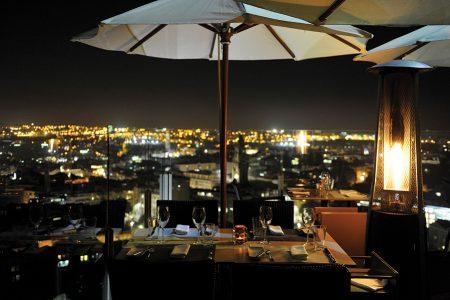 Porto, 12/ 11/ 2015 - Esplanadas aquecidas : Esplanada do Hotel Dom Henrique .( Pedro Granadeiro / Global Imagens )